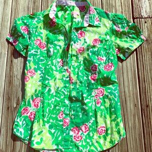 Lilly Pulitzer button up top size 8 ❤️💙💜💚